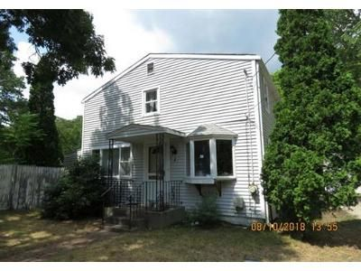 3 Bed 1 Bath Foreclosure Property in Wareham, MA 02571 - Spruce St