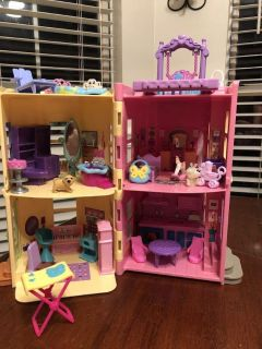 Small doll house fisher price sweet streets