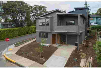 1301 Lincoln ST Hood River Four BR, Contemporary townhome on