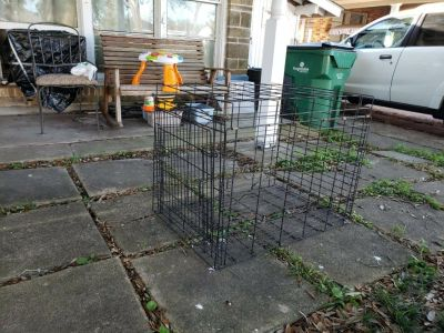 """Pet Animal Wire Crate . 3' by 2' by 28"""" in height GUC"""