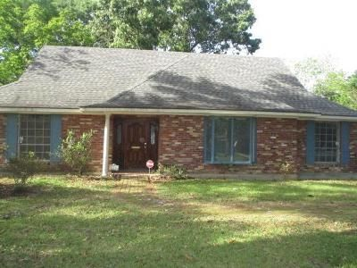 4 Bed 2.5 Bath Foreclosure Property in Baton Rouge, LA 70815 - Starlight Ave