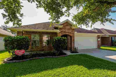 6717 River Ridge Lane DICKINSON Three BR, This is a MUST see