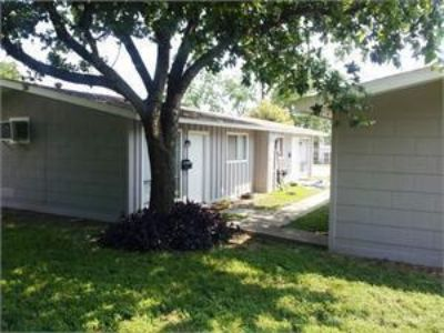 Pet friendly 2 bedroom 1 bath duplex just a short walk from Texas State  August pre-lease