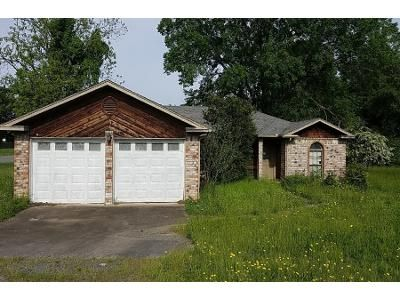 3 Bath Preforeclosure Property in Conway, AR 72034 - S Donaghey Ave