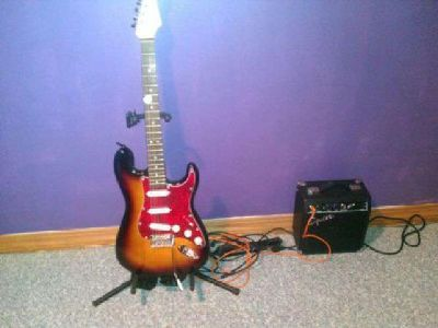 $165 Squier by Fender SP10 SE electric Guitar with Amplifier **