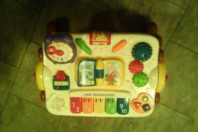 Vtech 2-in 1 Discovery Table