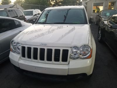 2010 Jeep Grand Cherokee Laredo (white)