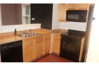 Great Location! 3BR 2. 5BA Townhome with Garage, Minutes Walk to UVA Grounds, Close to UVA Busline N