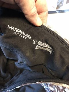 Material girl Carpi pants stretch. Great condition. $3.00 size large.