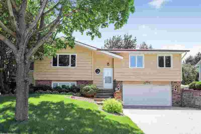 30 E Kraft Road WEST SAINT PAUL, Spacious and