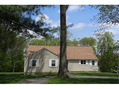 3 Bed 1.5 Bath Preforeclosure Property in Lynnfield, MA 01940 - Lowell St
