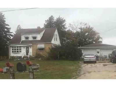 4 Bed 2 Bath Foreclosure Property in Cuba, IL 61427 - N Il Highway 97