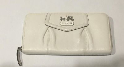 Authentic Madison Maggie Coach Wallet- Like New!