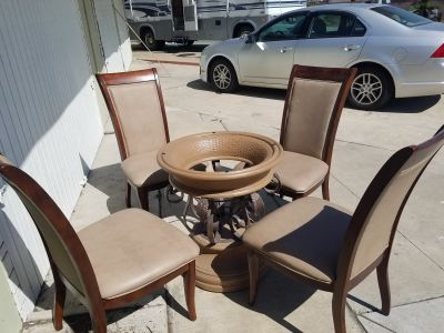 Kitchen/Dining Table + 4 chairs