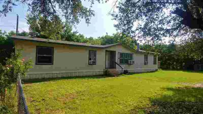 3069 Fm 369 Iowa Park Four BR, Nice 4/2.5 manufactured home with