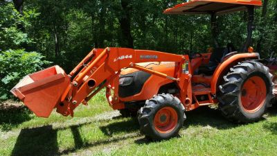 Kubota MX 5100 tractor, 53 HP, 4 wd with front end loader