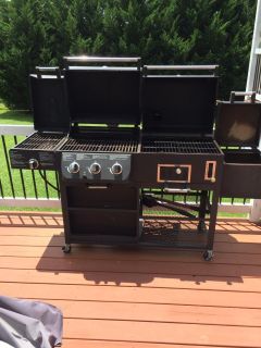 Deluxe Smoke Hollow 4 in 1 grill
