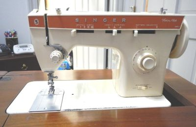 Singer Fashion Mate 362 sewing machine with cabinet