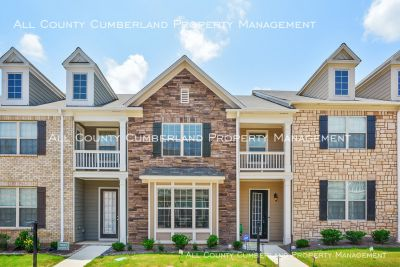 IMMACULATE 3b/2.5ba, 1 YR OLD FAIRBURN TOWNHOME!!