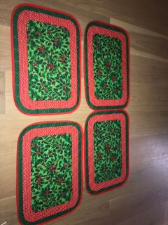 NWOT SET OF 4 CHRISTMAS PLACEMATS