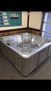 Used hot tub price reduced must go $1,000 off