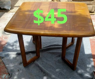 Dinning table w/leaf and 3 chairs$45