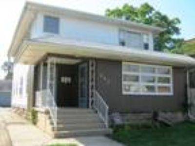 Waukegan, 942 North Avenue 2N , IL Listing Price: $670 1