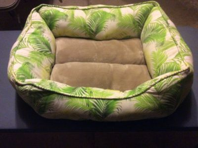Tommy Bahama Dog Cat Bed