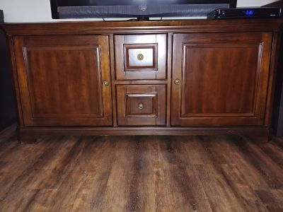 Pomeroy tv console