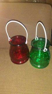 4 lanterns/ 2 green and 2 red