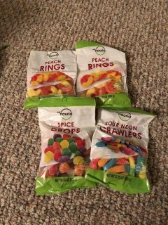 LOT OF CANDY EXPIRES 10/19