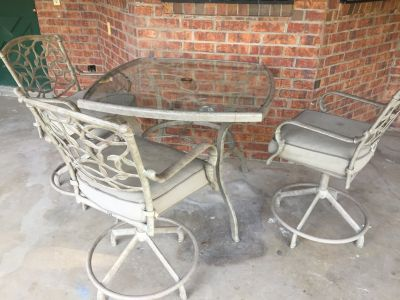 Patio Set (Moving out of town...must sell)