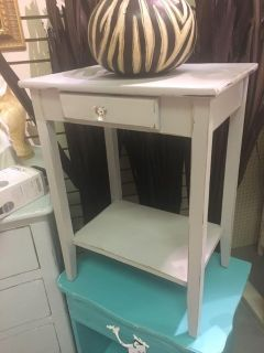 Accent / Side Table