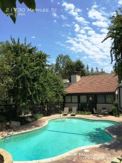 Gorgeous 4 bed/ 3 bath Warner Village townhome in ideal Woodland Hills location!