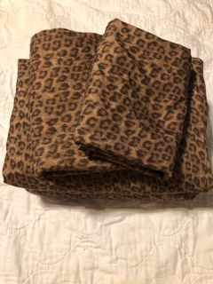 Leopard queen bed set
