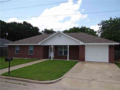 222 Ave H Avenue Lacy Lakeview, Great Three BR Two BA home in a