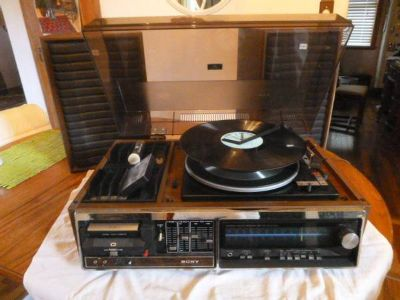 Vintage Sony HP-319 Phono/Record/Casette Player AM/FM