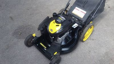 BRUTE Self propel lawn mower With bag and wash port