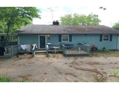 3 Bed 2 Bath Foreclosure Property in Central, SC 29630 - Six Mile Hwy