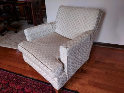 Comfortable Classic Arm Chair