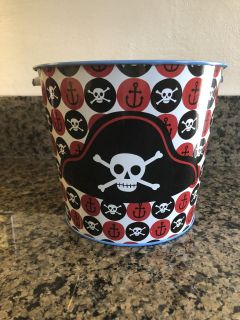 Super Cute metal bucket from Target. In EXCELLENT Condition! Asking ONLY $3. Appleton.