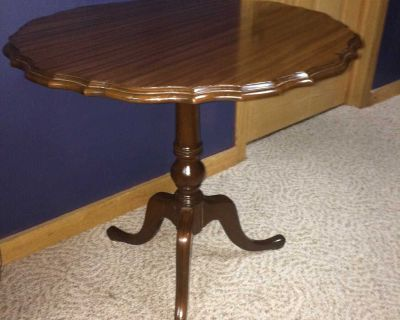 Vintage Imperial Grand Rapids Solid Mahogany Pie Crust Edge Table