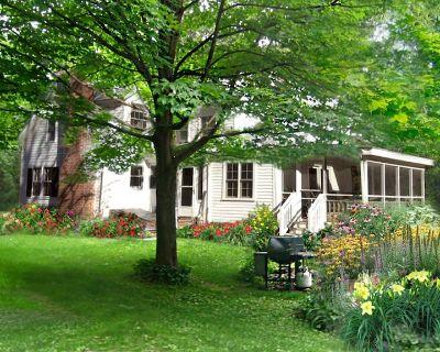 Vacation in a Berkshire Farmhouse - West Stockbridge