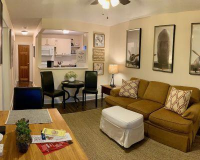 Clean & Comfortable 2-Bedroom Apartment in Midtown - Mobile