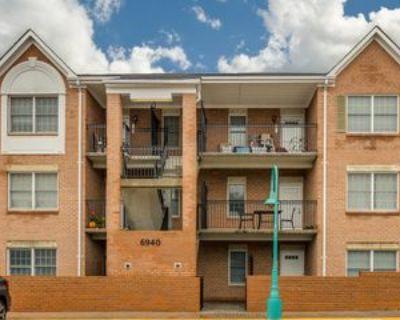6940 Fairfax Dr #1, Arlington, VA 22213 2 Bedroom House