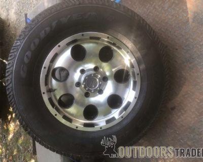FS/FT Goodyear Wrangler 255/75R17 only 1 tire