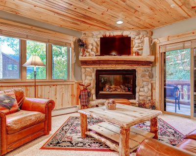 Cozy, two-level, lodge-style condo w/ shared hot tubs - close to Canyons Village - Park City