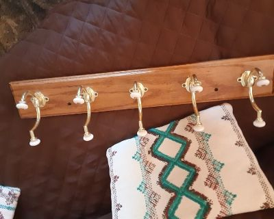solid oak wood with large coat hooks very nice