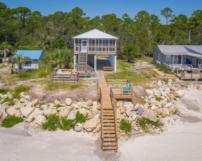 Shore to Please is the right name for our House. - Carrabelle