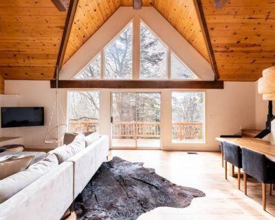 The Mountain House, bright and light, luxury designer cabin w/ AC! - Cedar Glen